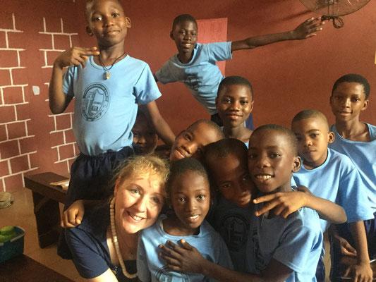 Meggy Kantert bei der Partnergrundschule Godfrey Okoye Primary School in Enugu