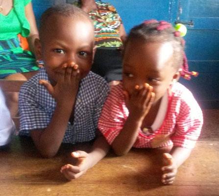 Chikamso mit einem Patenkind