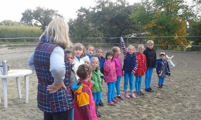 Karin fragt ab was die Kinder wissen
