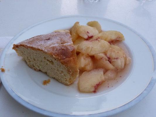Pfirsiche und Kuchen