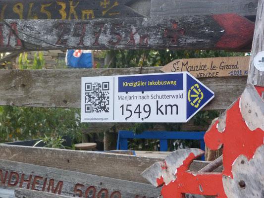 laut google maps sind es auf der Strasse 1636km