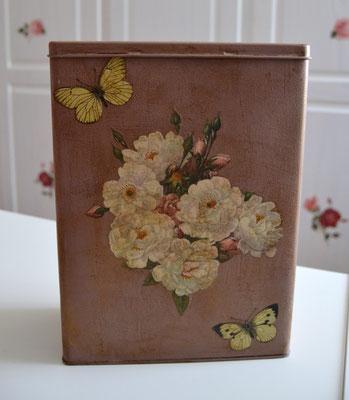 Nosgtalgiedose/Vorratsdose altrosa mit Motiv Bauernrose mit Schmetterling