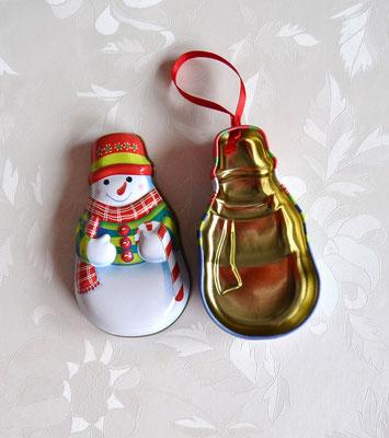 Weihnachtsaufhänger Schneemann offen.