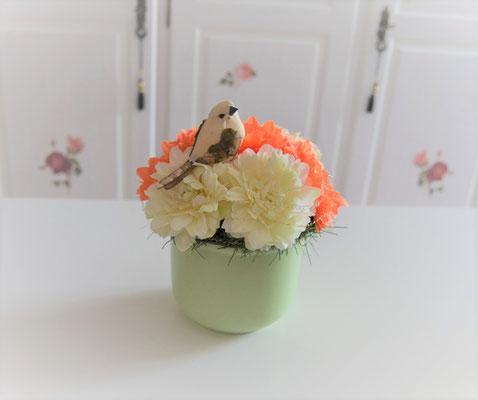 Gesteck mit Dahlien gelb-orange mit Vogel