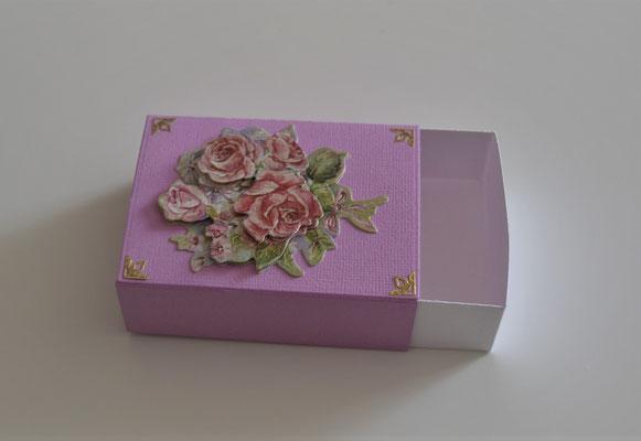 Schiebeschachtel lila mit 3D-Motiv