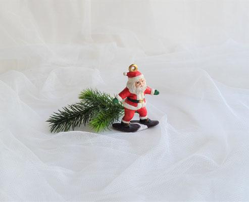 Nikolaus auf Schneeschuhen rot-weiß