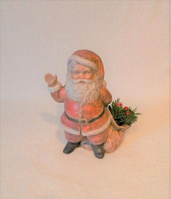 Nikolaus aus Keramik mit Weihnachtsdeko