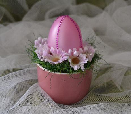 Kleines Ostergesteck mit Ei in rose