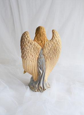 Engel aus Keramik mit großen Flügeln in zartblau-gold