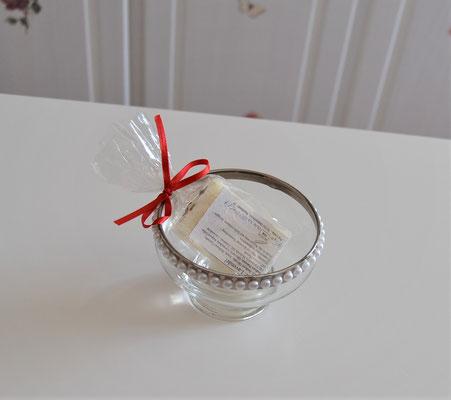 Glasschale mit handgefertigter Seife