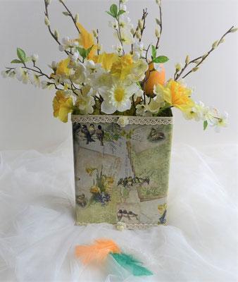 Ostergesteck in aufwendig dekorierter Blechdose