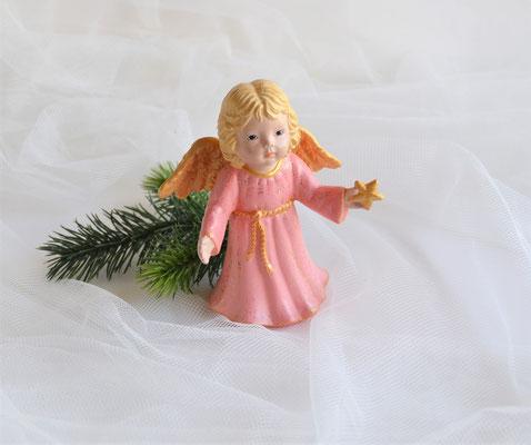 Engel aus Keramik mit Stern und rosa Kleid