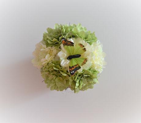 Gesteck mit Dahlien gelb-grün im grünen Keramiktopf