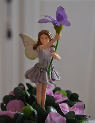 "Fower Fairies ""Lavendel"" im Gesteck"