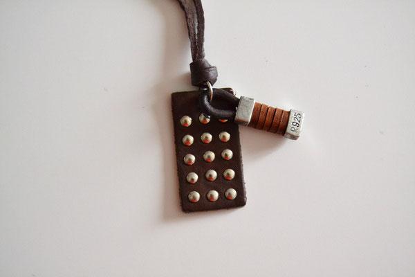 Leder-Halskette mit Anhänge dunkelbraun/silber