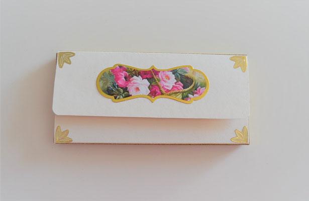 Geschenkschachtel weiß-rosa mit Rosenmotiv