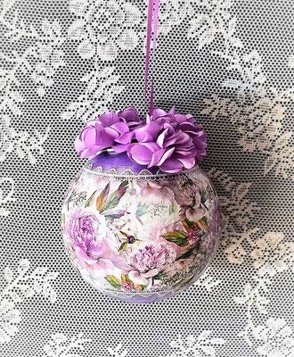 Dekorierte Fensterkugel lila