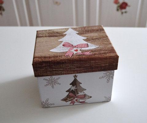 Porzellantasse im Geschenkkarton Motiv Tannenbaum