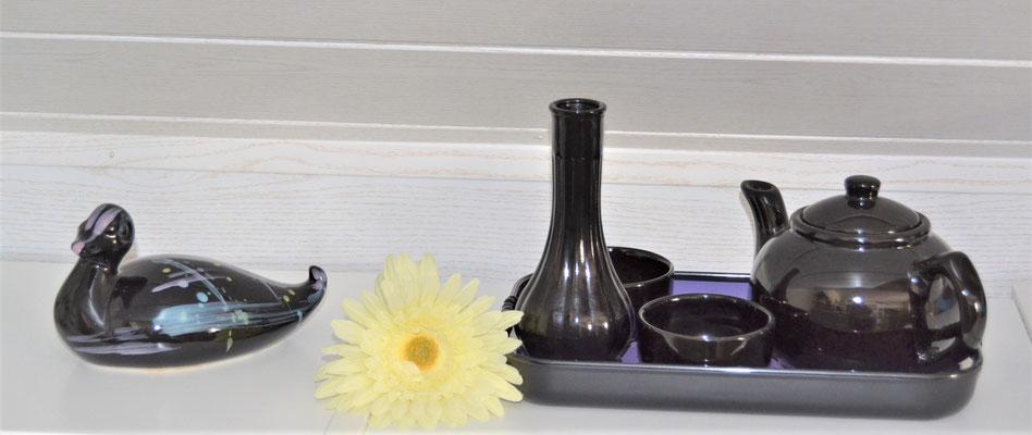 Ente aus Keramik schwarz-bunt glasiert