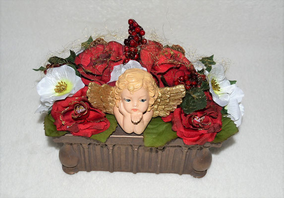 Weihnachtsgesteck in Keramikschale mit Engelskopf rot-weiß