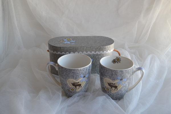 Tassen aus Porzellan mit Hirschmotiv im Geschenkkarton