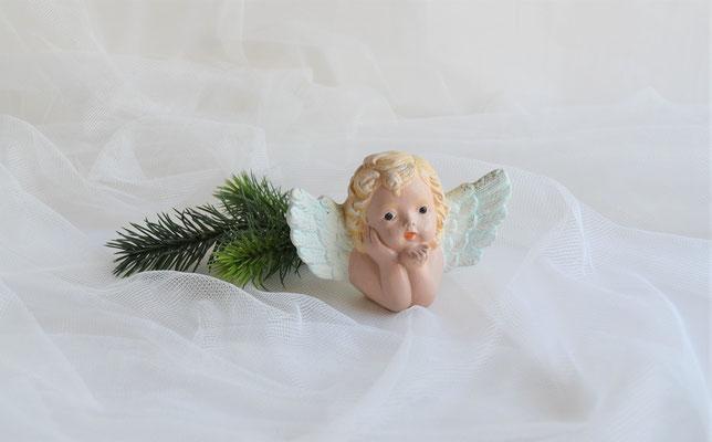 Engelskopf aus Keramik, Flügel in mintgrün.