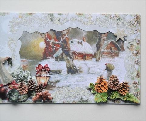 Weihnachtskarte. Mädchen mit Kranz im Wald.