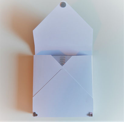 Geschenkbox mit 3 D Karte zur Hochzeit mit Magnetverschluss.