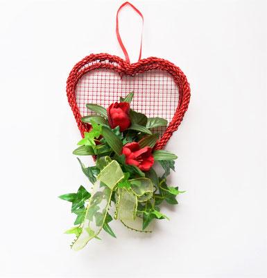 Herzkorb zum Hängen mit Tulpen