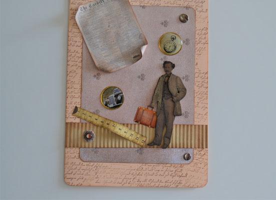 Mann mit Koffer und Zeitung