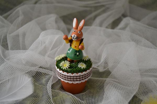 Tischdeko im Topf für Ostern