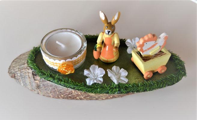 kleine Tischdeko auf Baumscheibe mit Teelicht