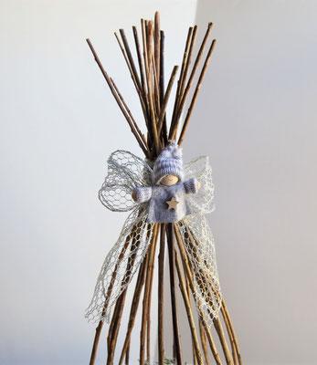 Weihnachtsgesteck im Weidenkorb silber
