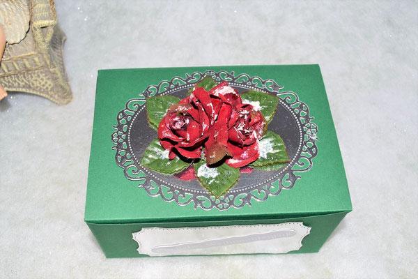 Weihnachtsbox grün mit Rosen