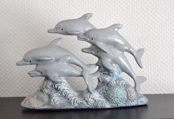 Delphingruppe aus Keramik