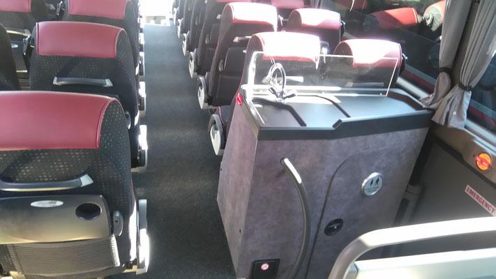 57人乗りバス内部、トイレ付き