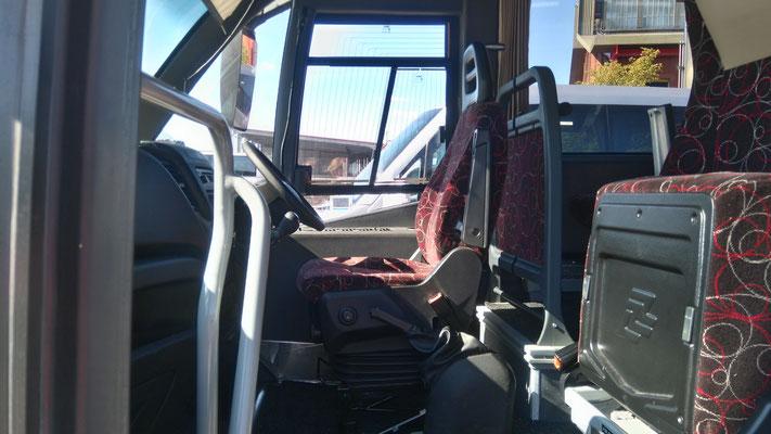 25人乗りバス内部