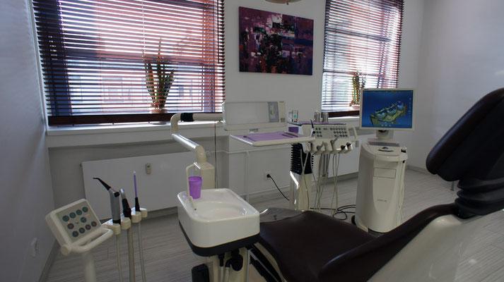 weiteres Behandlungszimmer Zahnarzt Essen - Praxis Dr.Koravi