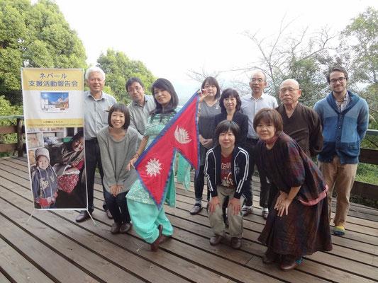 香川まんのう町会場で集まってくれたお客さんと一緒に