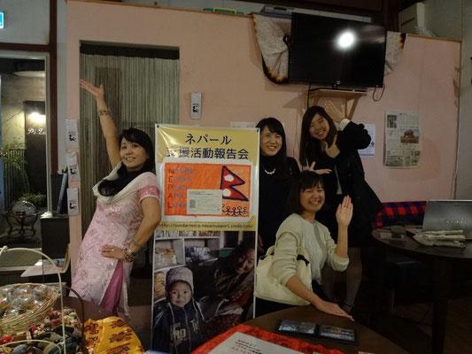 岡山市北区のカフェケニア会場で参加者と一緒に