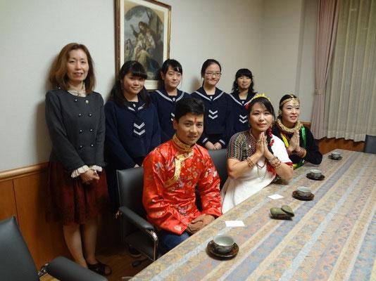 仙台城百合学園の学生さんと一緒に