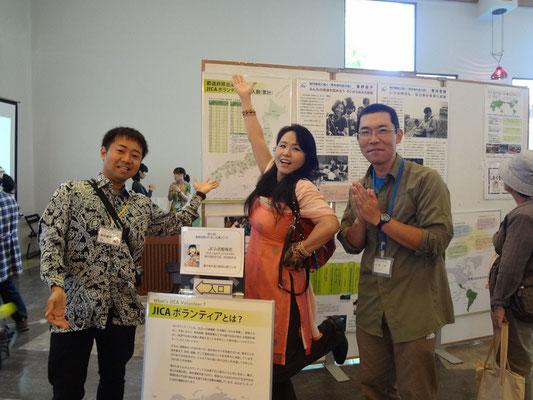 倉敷市国際交流広場イベントで元ネパール隊員と一緒に
