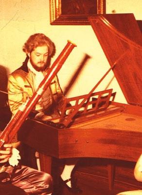 Photo: Uli SCHAUERTE als Cembalist eines Barockensembles, Mitte 1970er Jahre