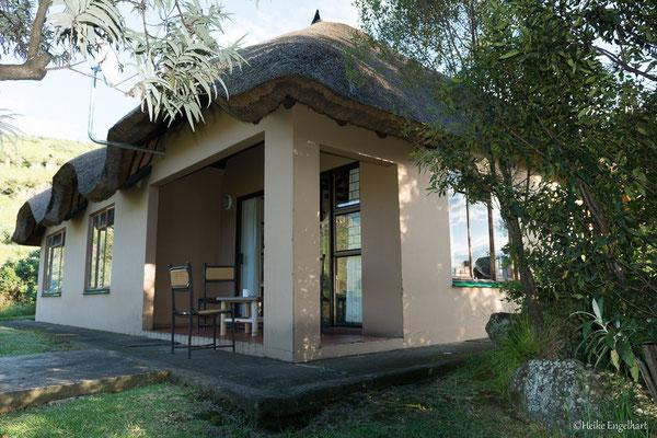 Die Selbstversorger-Bungalows im Thendele Camp sind riesig mit zwei Schlafzimmern, einem großen Wohnraum mit Küche und einer Terrasse mit Grill.