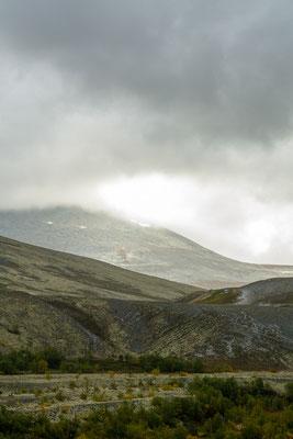 Wolken, Licht und Landschaft: Norwegen offenbart seine raue Schönheit.