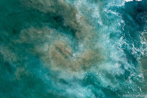 Schön, wie das Aufwirbeln der Sedimente die unterschiedlichsten Strukturen im Wasser ermöglicht.