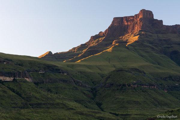 Die Berge färben sich rötlich.