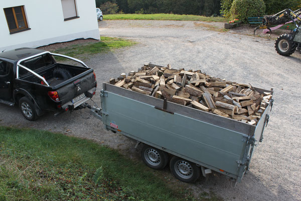 Verkauf und Auslieferung von Brennholz im Raum Offenburg vom Schwarzwaldhof Hölzleberg, Josef Gmeiner in Durbach - https://www.hoelzleberg.de
