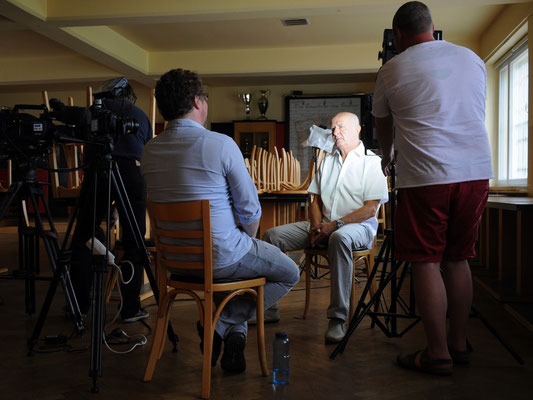 """Hans """"Hansi"""" Kreische wird im DSC-Casino interviewt"""