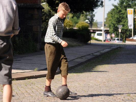 Eric Fritsch aus der E-Jugend des DSC als Straßenfußballer Helmut Schön